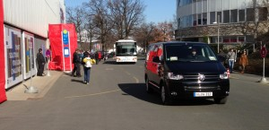 Messeområdet er kæmpestort, så der kører busser og shuttles mellem hallerne.